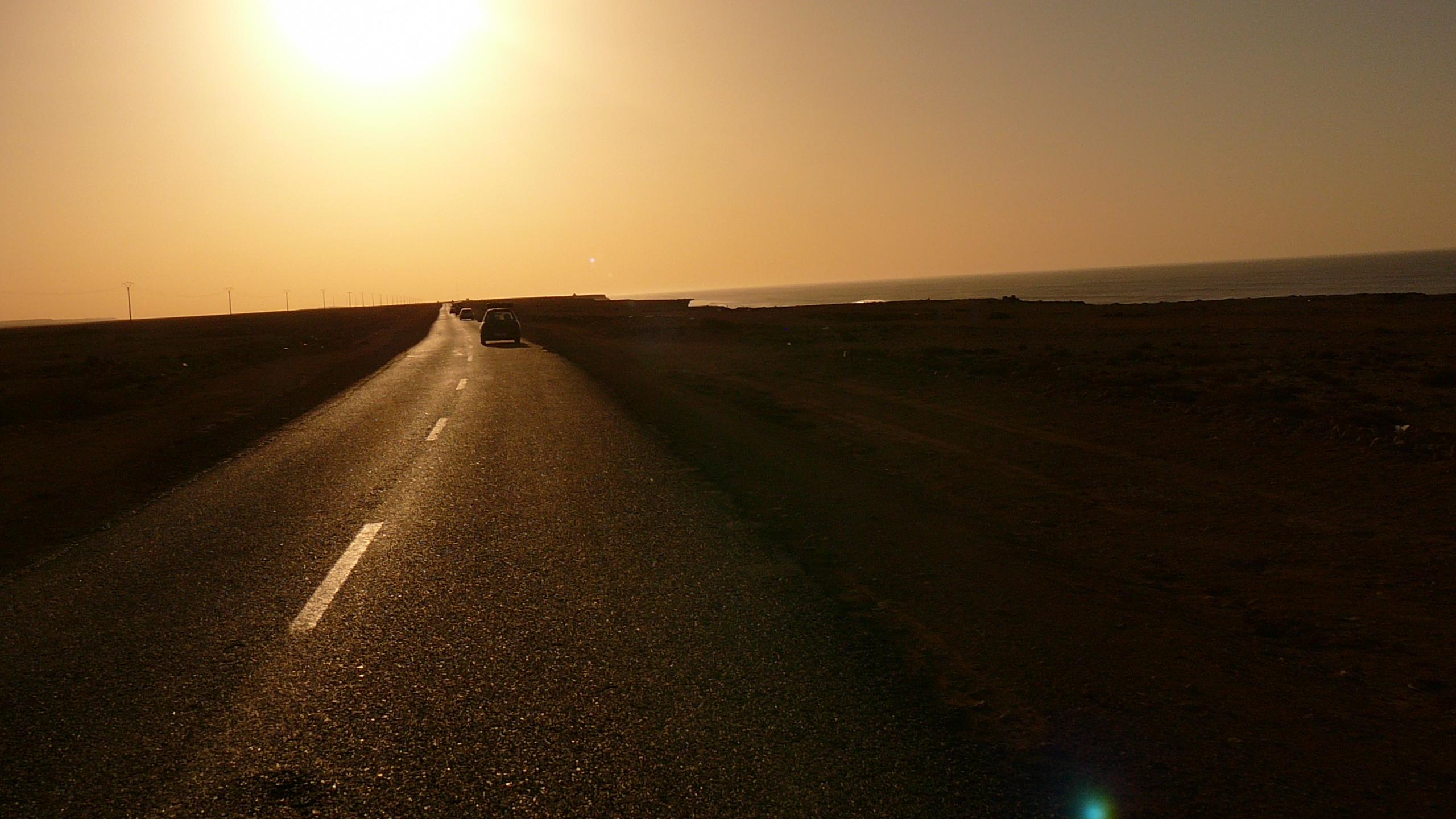 Tag 9 : Plage Aglou - El Aaiún - Fahrt in den Sonnenuntergang
