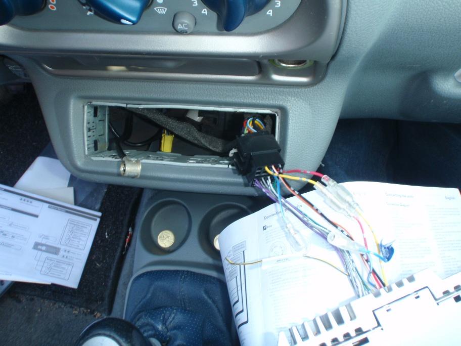 Renault Twingo neues Autoradio Kabelsalat