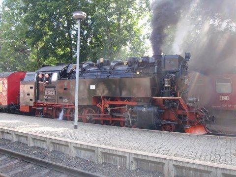 Dampflok der Brockenbahn heizt ein