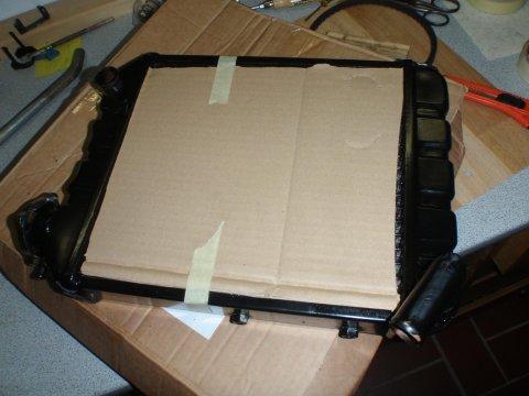 NOS-Kühler mit Pappe geschützt