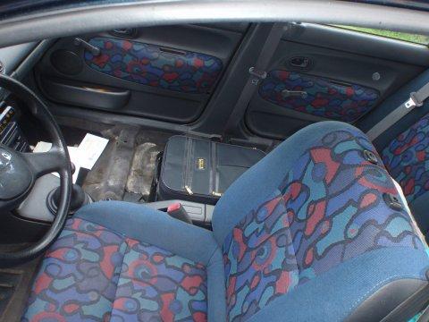 Innenraum ohne Beifahrersitz und Rückbank