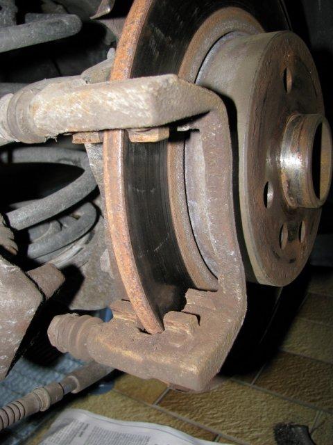 Bremsbeläge entfernt