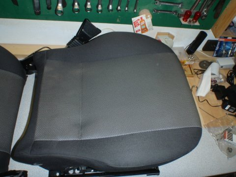 Sitzfläche wieder bezogen