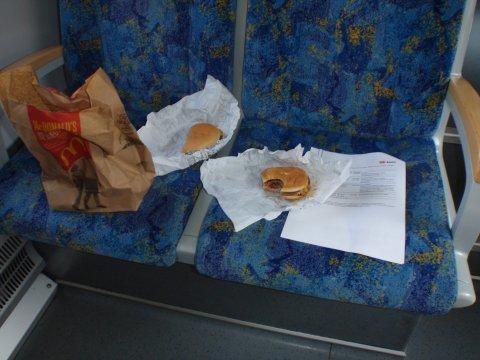Frühstück in der Bahn