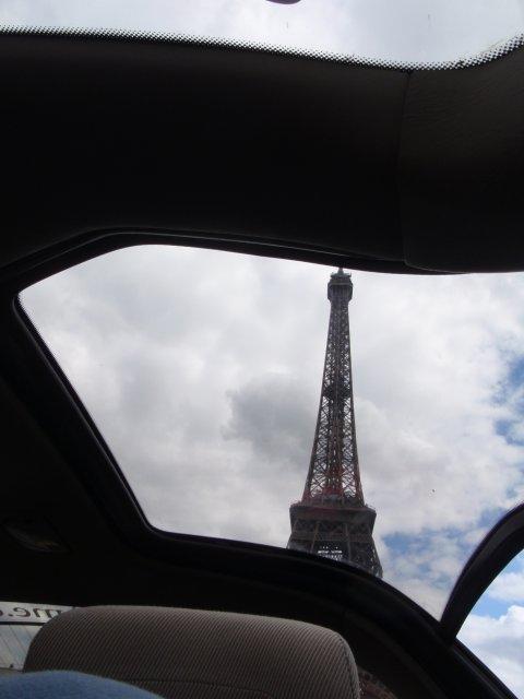 Eifelturm durchs Dachfenster
