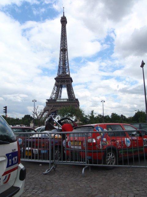Rallyeautos vorm Eifelturm