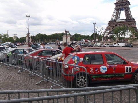 Rallyeautos vorm Eifelturm 2