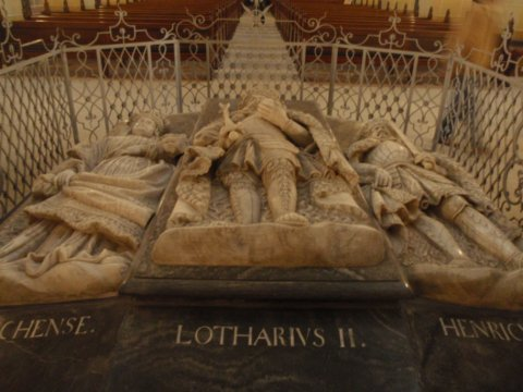 Sarkophag Kaiser Lothars, seiner Frau Richenza und ihres Schwiegersohns Heinrich