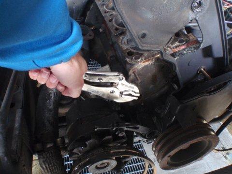 Volvo 740 GL Wasserpumpe Bolzen abgerissen