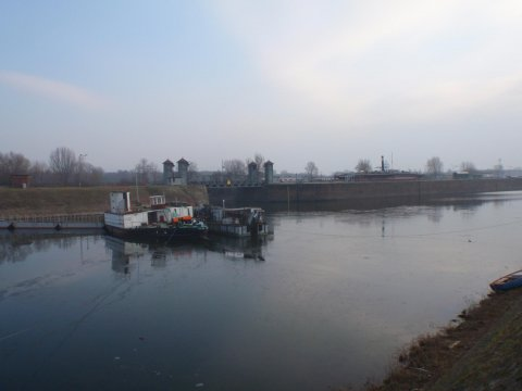 Am Wegesrand | Altautotreff | Februar 2015 | Hafenbecken