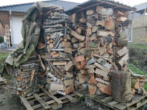 Neues Holz eingelagert