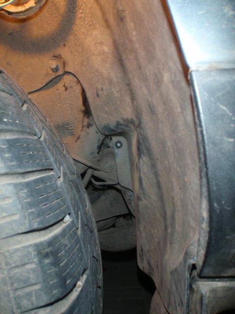 versteckte Schraube Radlauf Beifahrerseite