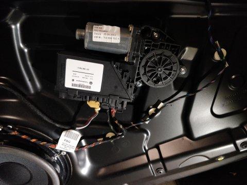 Tür-Steuergerät mit Fensterhebermotor