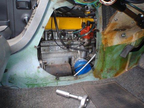 Zündkerzen im Motorraum