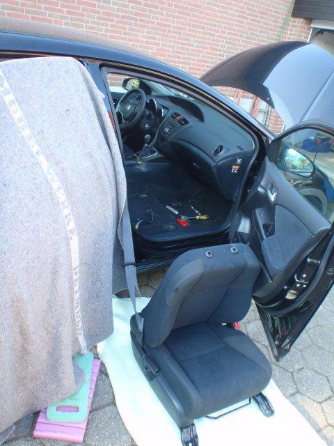 Beifahrersitz neben dem Wagen