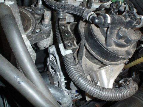 Dieselfilter Halteschraube links